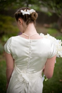tips for diy modest wedding dresses, photo by Doug Miranda photography for weddinglds.com
