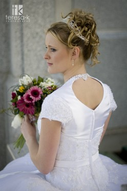 Bridal Hairstyles for LDS brides, photo by Teresa K. photography for weddinglds.com