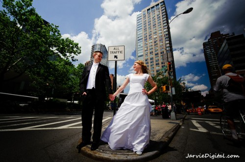 An Lds Bride And Groom On A Honeymoon In New York City U S