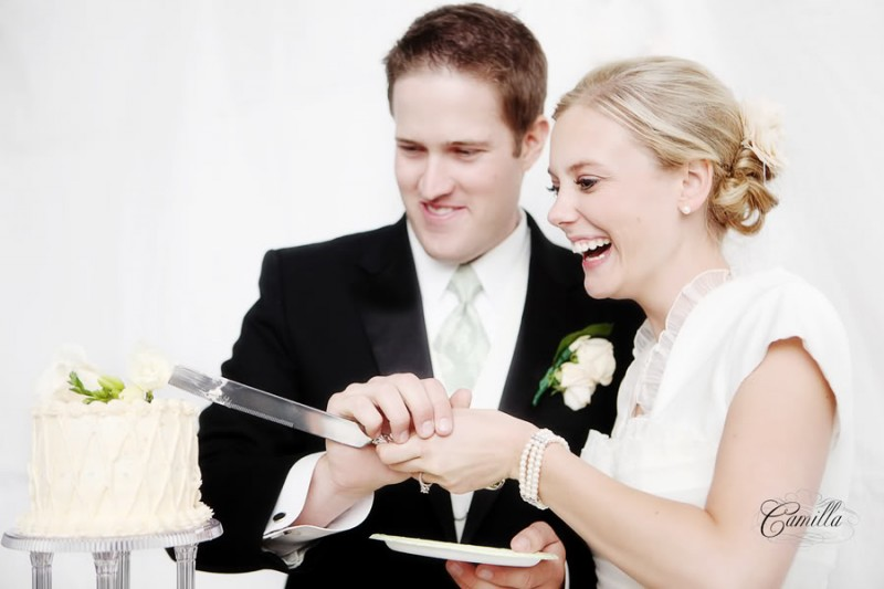 Featured Real LDS Wedding, cutting of the cake