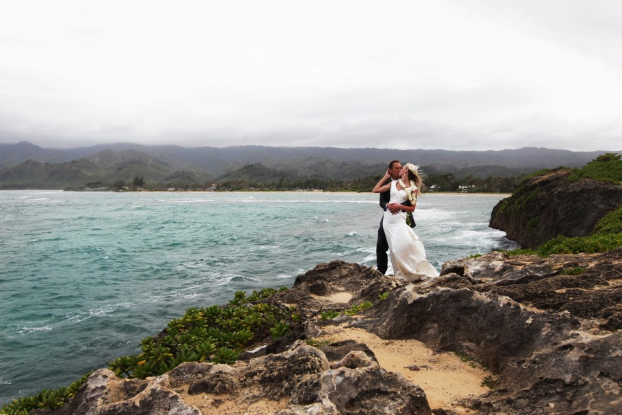 An LDS bride and groom on the Hawaiian shore
