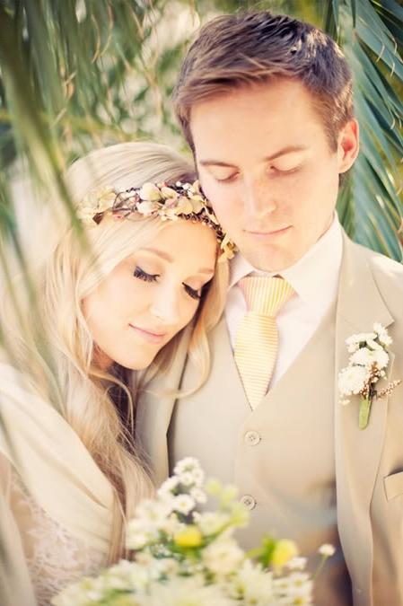 LDS bride and groom kissing, WeddingLDS.com