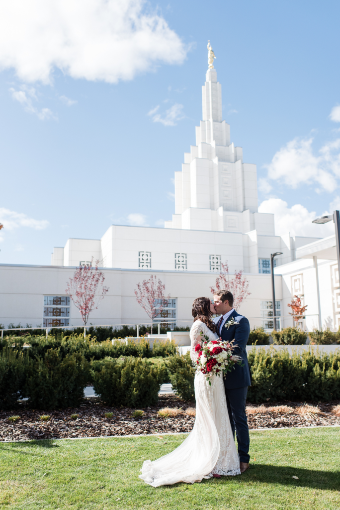 LDS wedding photography, Michelle and Logan Photographers, WeddingLDS